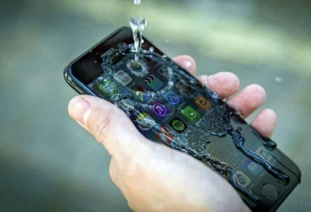 iPhone 7 Waterproof and reviews on its sleek design